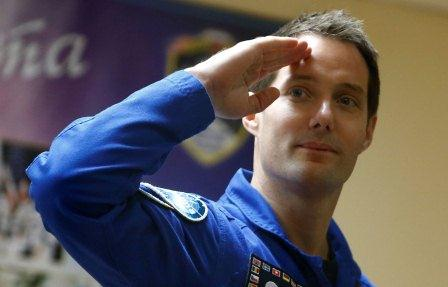 L astronaute thomas pesquet s est amarre a la station spatiale internationale